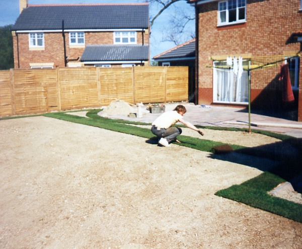 Garden design and build by crown lawns hull turf for Garden design ideas new build